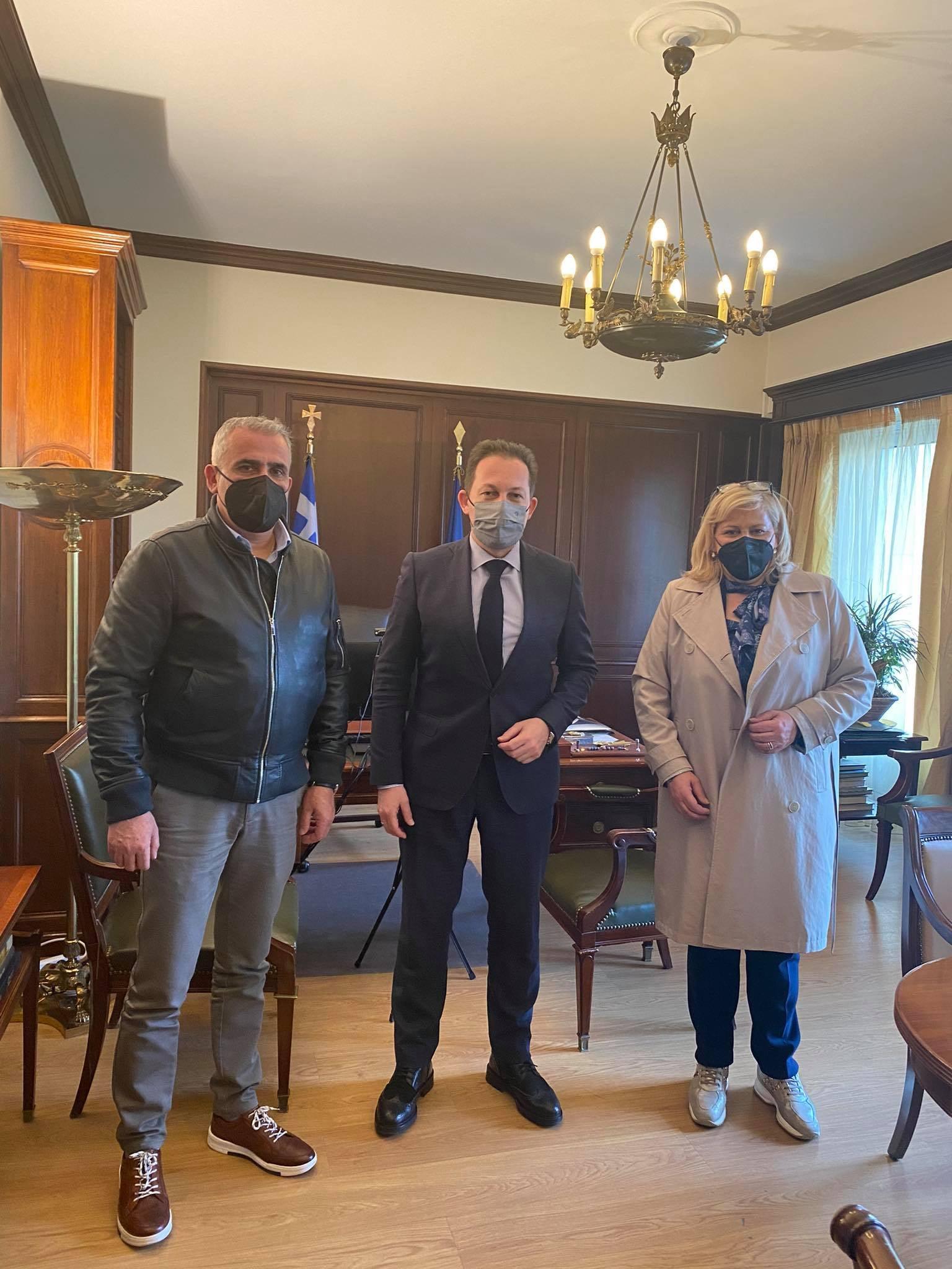 Επίσκεψη της Δημάρχου Κασσάνδρας Αναστασίας Χαλκιά και του Αντιδημάρχου Τεχνικών Έργων Βασίλη Στακινού στην Αθήνα